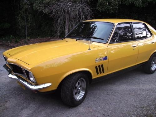 1972 Holden Torana LJ GTR XU1 (replica) .